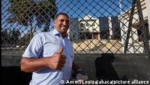 المعارض كريم طابو عند مغادرته المحكمة التي شهدت مداولات بشأن متابعته (30.11.2020).