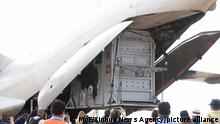(201130) -- PHNOM PENH, Nov. 30, 2020 (Xinhua) -- Photo released by the Cambodian Ministry of Environment (MoE) on Nov. 30, 2020 shows a transport crate holding Asian elephant Kaavan being unloaded from a cargo plane at the Siem Reap international airport in Siem Reap province, Cambodia. A lonely Asian elephant from Pakistan arrived in Cambodia by a chartered cargo plane Monday afternoon after spending nearly 35 years in an Islamabad zoo, Cambodian Ministry of Environment secretary of state and spokesman Neth Pheaktra said. (MoE/Handout via Xinhua)   Keine Weitergabe an Wiederverkäufer.
