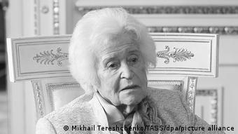 Ιρίνα Αντόνοβα, 1922-2020