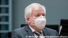 Deutschland Bundesinnenminister Horst Seehofer spricht Verbot gegen «Wolfsbrigade 44» aus