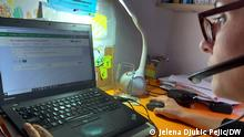Serbien Der Freelancer N. Milosavljevic bei der Arbeit