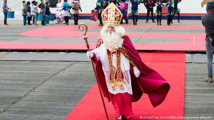 Nikolaus auf Rotem Teppich   Ankunft des Nikolaus in Antwerpen, Belgien