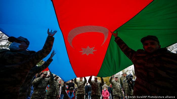 Aserbaidschan übernimmt die Kontrolle über Lachin von Armenien