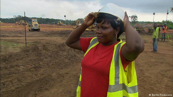 Ghana Gifty Kenya auf dem Baugrundstück in Atuabo