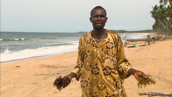 Ghana Der Fischer Togbe Madugo am Strand