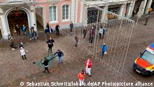 Deutschland Trier | Auto erfasstFußgänger in Fußgängerzone