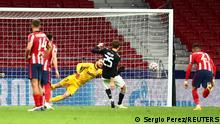 Thomas Müller scores a penalty