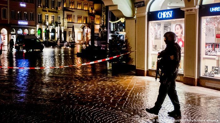 Deutschland | Trier | Auto erfasst Fußgänger in Fußgängerzone