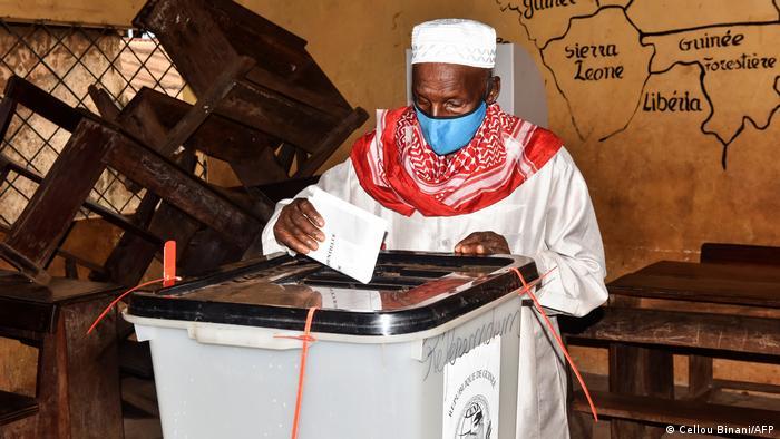 Guinea Symbolbild Wahlurne