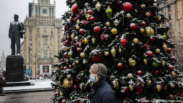 Мужчина в маске в центре Москвы