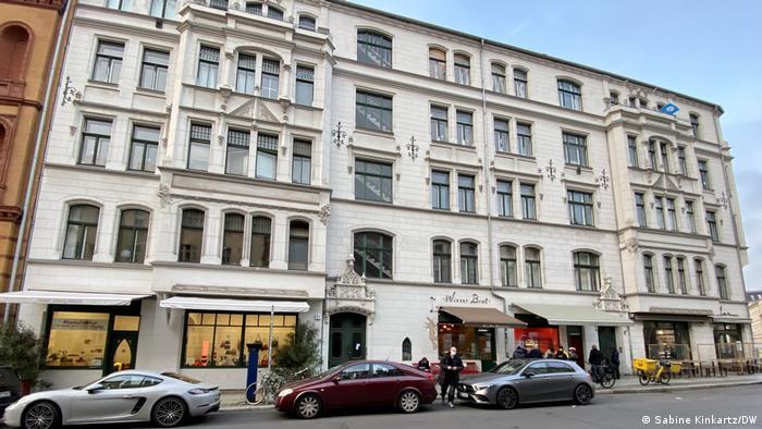 Straße mit Läden in schicker Berliner Gegend mit schmucken Altbauten
