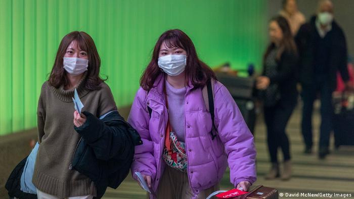 USA Los Angeles | Reisende bei der Ankunft am Tom Bradley International Terminal