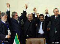 Amorim e  Lula comemoram com Mottaki, ministro iraniano de Relações Exteriores,   Ahmadinejad e Erdogan