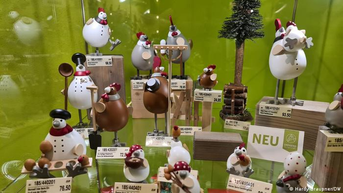 The hen collection; Wooden toys from the Erzgebirge region