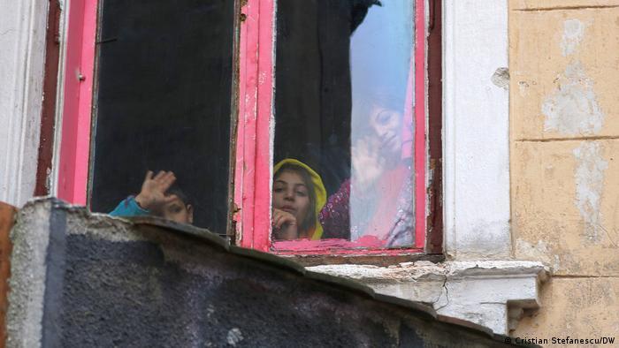 Стеве живее с децата си нелегално в необитавана сграда