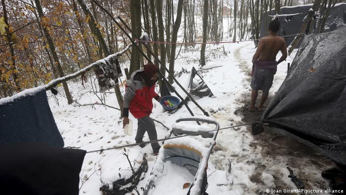 Bosnien Velika Kladusa | Migranten leben im Wald