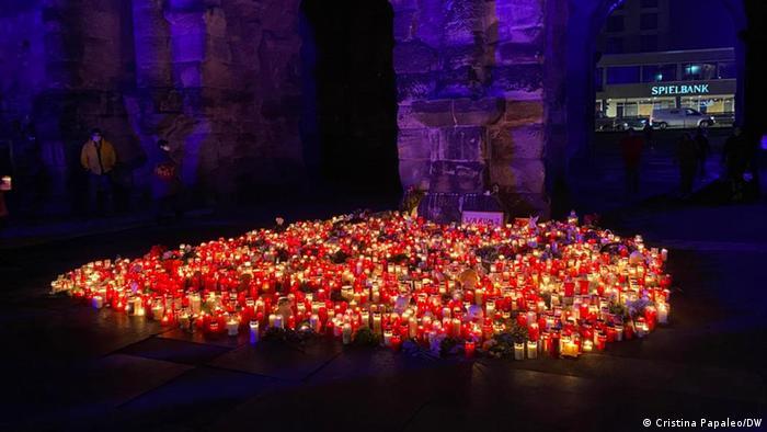 Lichter, Kerzen und Blumen