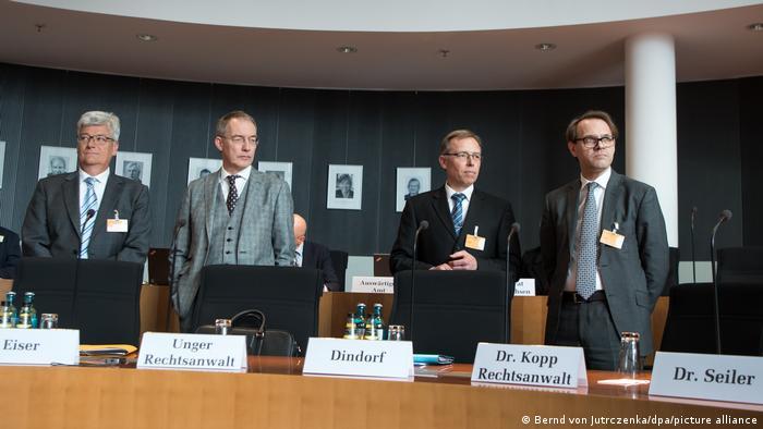Eiser (lijevo) s kolegom Andreasom Dindorfom iz Opela i odvjetnicima dao je 2017. iskaz o dizel-aferi i u istražnom odboru Bundestaga