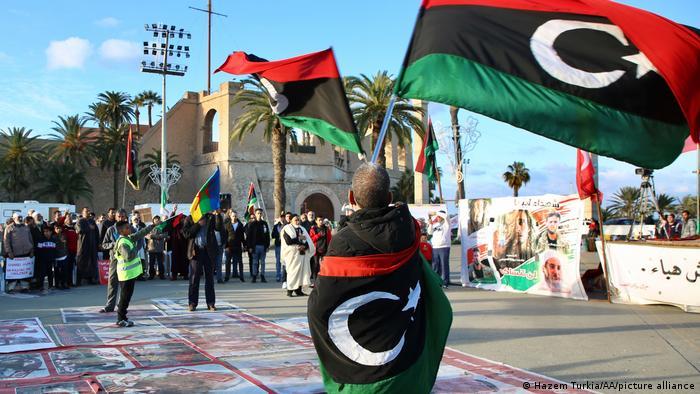 احتجاجات في طرابلس ضد قوات رجل شرق ليبيا القوي خليفة حفتر.