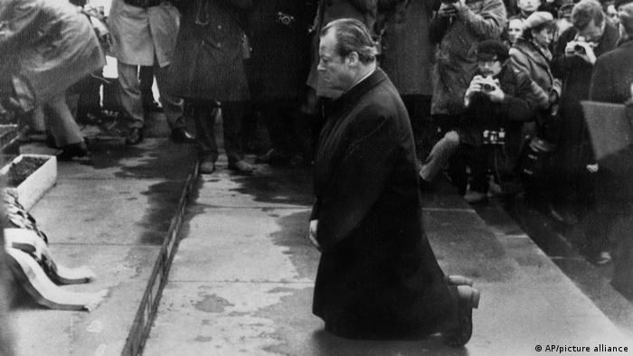 Вилли Брандт 7 декабря 1970 года в Варшаве