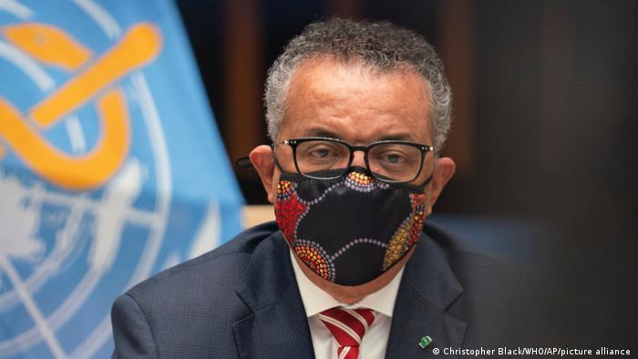 Tedros Adhanom Ghebreyesus, Leiters der Weltgesundheitsorganisation WHO, mit Mund-Nase-Schutzmaske
