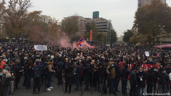 У Єревані тисячі протестувальників вимагали відставки Пашиняна