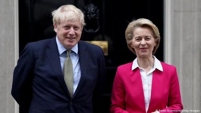 Waziri Mkuu wa Uingereza Boris Johnson (kushoto) na Rais wa Halmashauri kuu ya Umoja wa Ulaya Ursula von der Leyen (kulia)