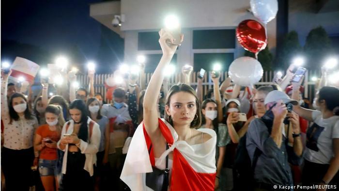 Embajada de Bielorrusia en Varsovia: marcha de Solidaridad con la oposición bileorrusa.