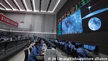 China Mondmission | Übertragung des gesammelten Gesteins in die Rückkehrkapsel