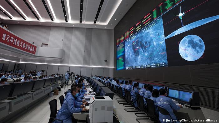 Капсула з місячним ґрунтом з китайського зонду вже на Землі
