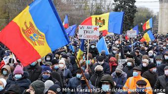 Протестующие в Кишиневе требуют проведения досрочных парламентских выборов, 6 декабря 2020 года