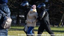 6409866 06.12.2020 Police officers detain people suspected of participating in a protest action on the streets of Minsk, Belarus. Viktor Tolochko / Sputnik