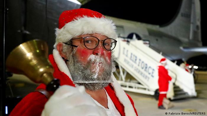Санта-Клаус в маске