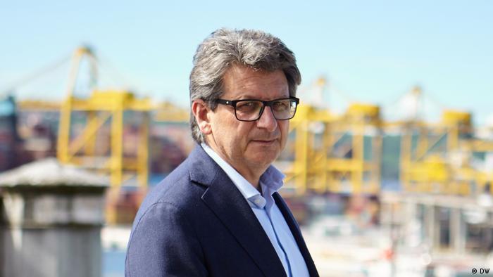 Der Chef der Triester Hafenbehörde, Zeno D'Agostino, unterschrieb 2019 ein Abkommen mit China über die Weiterentwicklung des Triester Hafens. Bisher sind jedoch keine Gelder geflossen und keine Projekte umgesetzt.