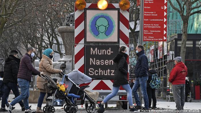 Deutschland Coronavirus Schild Maskenpflicht