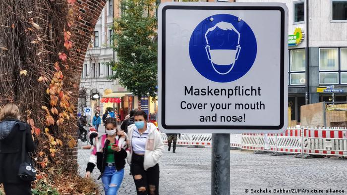 Tineri cu mască la München