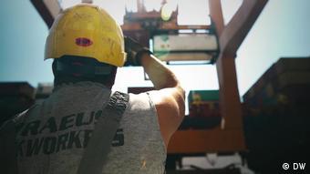 Εργάτης στο λιμάνι του Πειραιά