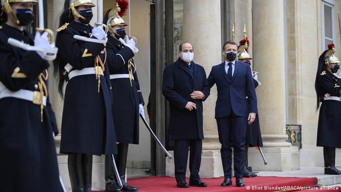 Macron and el-Sissi in front of the Elysee presidential palace