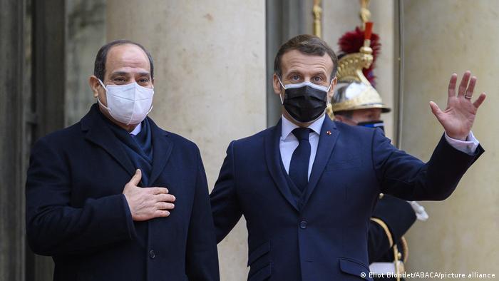El Sisi, üç günlük bir resmi ziyaret eden Paris'te