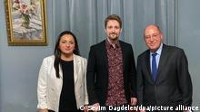 Russland Deutschland Linken-Politiker Gysi und Dagdelen besuchen Edward Snowden in Moskau