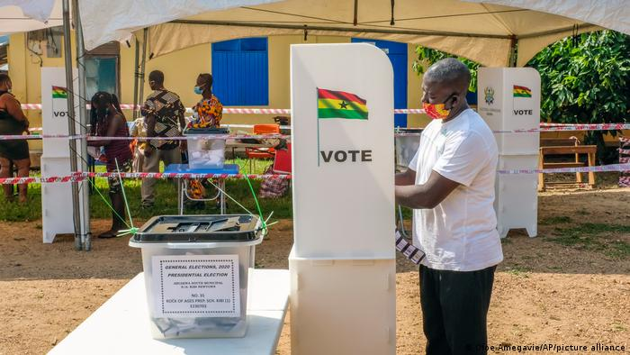 Ghana votes in tight election, as veteran rivals square off | News | DW |  07.12.2020