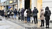 Österreich Wien | Coronavirus | Schlange vor Geschäft