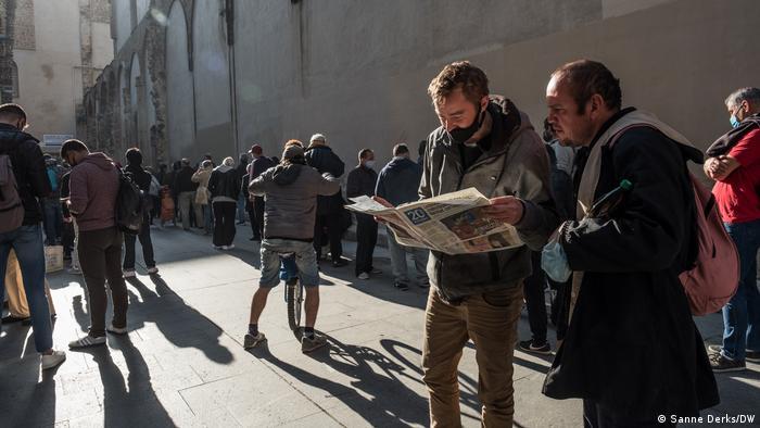 Spanien Barcelona | COVID-19 Krise | Essensausgabe