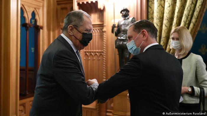 Sergey Lavrov giving an elbow greeting to an AfD politician