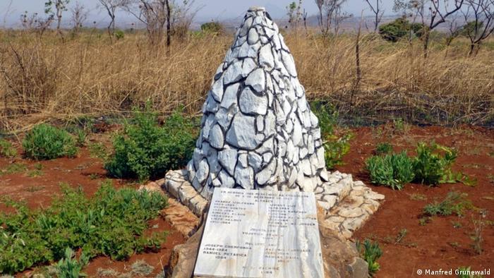 Monumento em Unango em memórias das vítimas do ataque
