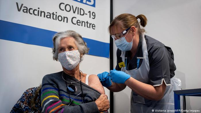 Vaksinasi corona perdana di Inggris dimulai 8 Desember 2020.