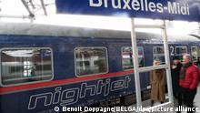 Ein Nachtzug steht am Bahnhof Bruxelles-Midi im Rahmen der Premierenfahrt des ÖBB-Nightjet von Wien nach Brüssel. Mehrere EU-Abgeordnete hatten die neue Verbindung zu deren Start am Sonntag genutzt. Die Nachtzüge fahren künftig immer sonntags und mittwochs von Wien und Innsbruck nach Brüssel. +++ dpa-Bildfunk +++