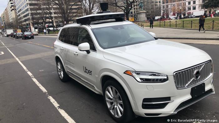 Самокерований автомобіль таксі-сервіру Uber