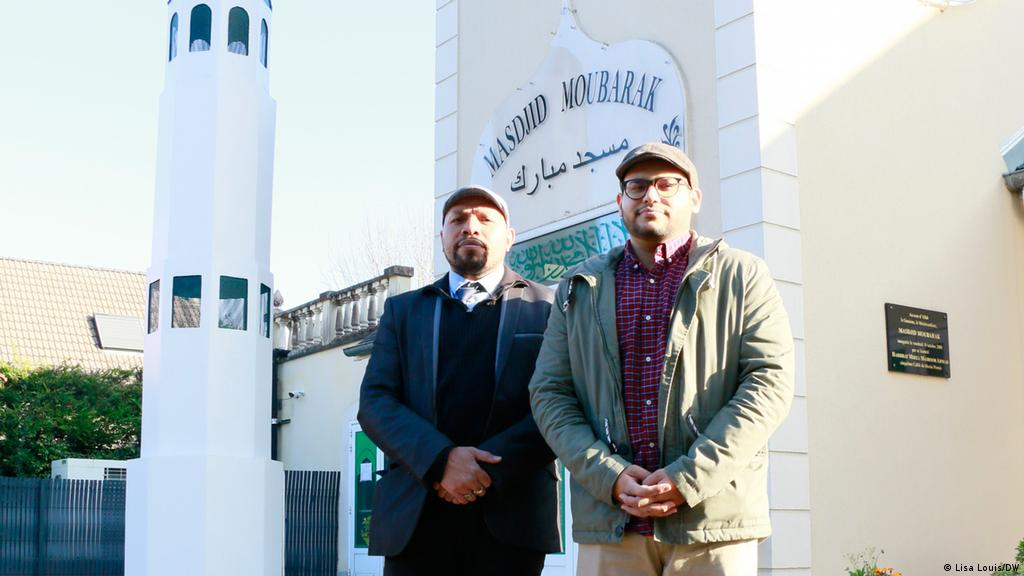 Cautand musulmani in Fran? a)