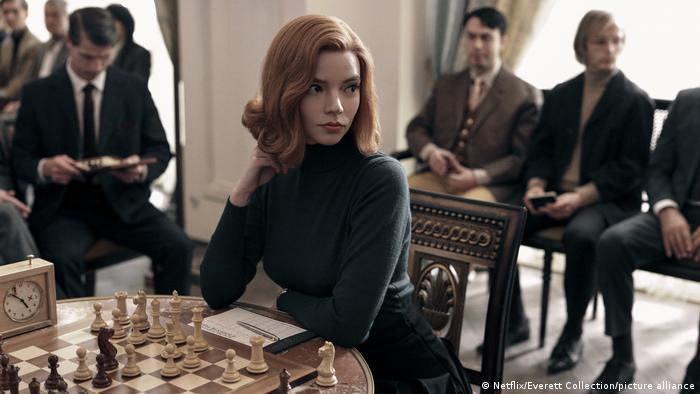 Cena da série O gambito da rainha